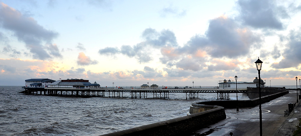 photoblog image Weekend sundries: Cromer pier at sunrise