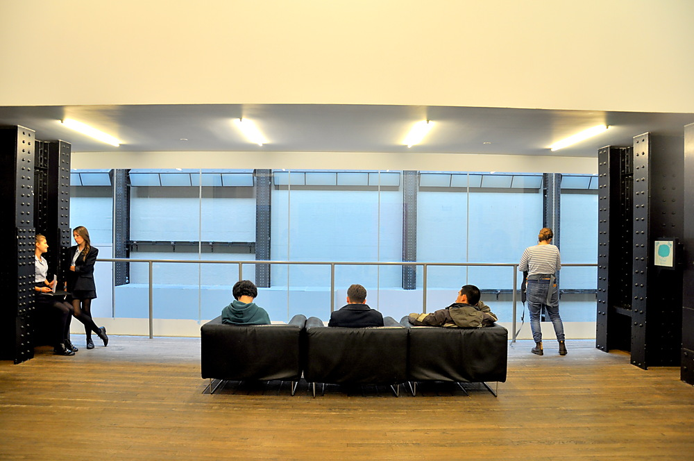 photoblog image The London trawl continues: Tate Modern and people 5