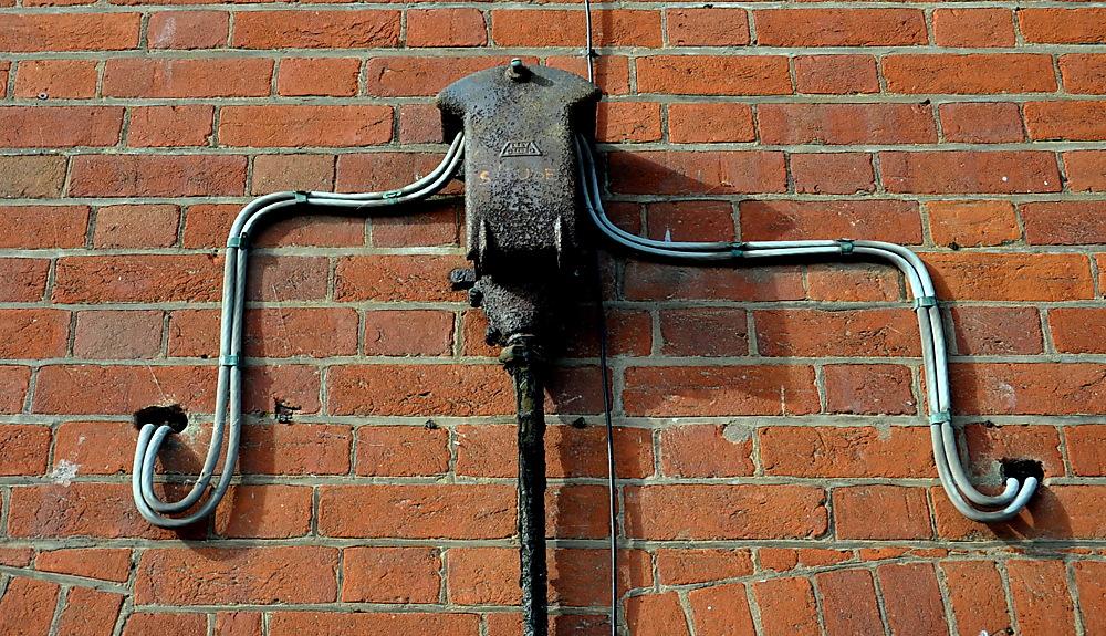 photoblog image Weekend sundries: wall clinger 2